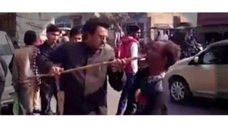 संभल:विकलांग ने कहा-अखिलेश यादव को दूंगा वोट,तो बीजेपी नेता मुंह में घुसा दिया डंडा