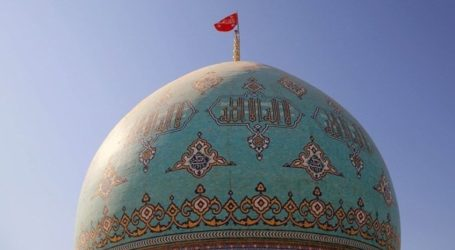 ईरान ने मस्जिद पर लाल झण्डा फहराकर किया जंग का ऐलान,अमेरिकी दूतावास पर गिराया रॉकेट