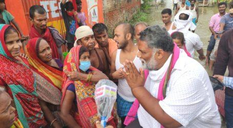 पप्पू यादव ने दरभंगा में 200 बाढ़ पीड़ित परिवारों की आर्थिक मदद की, पूरे शहर को बाढ़ प्रभावित इलाका घोषित करने की माँग की