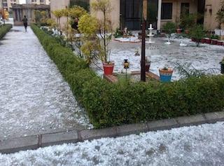 दिल्ली-एनसीआर में बारिश के साथ गिरे ओले,डेढ़ दर्जन  फ्लाइट हुईं डायवर्ट