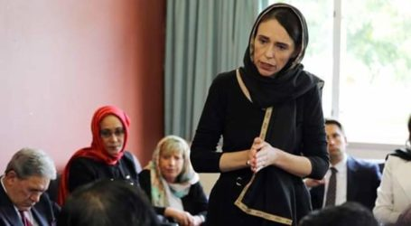 काले स्कार्फ़ में शोक मनातीं न्यूजीलैंड की प्रधानमंत्री खुद में एक ऐतिहासिक औरत हैं