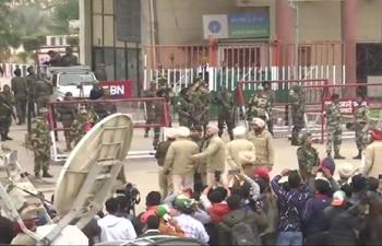 भारत पहुंचे विंग कमांडर अभिनंदन,स्वागत में दीवाने हुए लोग,बीटिंग रिट्रीट नहीं देख पाएंगे लोग