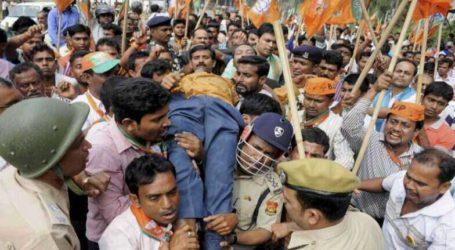 बंगाल:BJP कार्यकर्ता प्रर्दशन के दौरान पुलिस पर किया पथराव,पुलिस भी छोरे आंसू गैस एवं पानी के फव्वारे