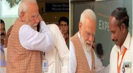 मोदी जी इसरो प्रमुख को गले लगाता देख मन भावुक हो गया,काश कश्मीरियों को भी इसी तरह गले लगाते
