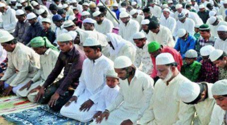 जयपुर में सामूहिक रूप से नमाज अदा करने पर पुलिस ने इमाम समेत 15 लोगों को हिरासत में लिया है।