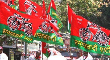 प्रदर्शन कर रहे सपा नेताओं को पुलिस ने किया गिरफ्तार