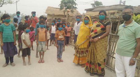 महादलित टोला मे बच्चों के बीच सामाजिक कार्यकर्ता ने किया मास्क वितरण