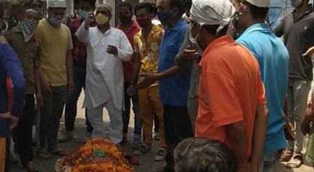 मुस्लिम समाज के लोगो ने दिया हिन्दू महिला की अर्थी को कांधा, अंतिम संस्कार कराया