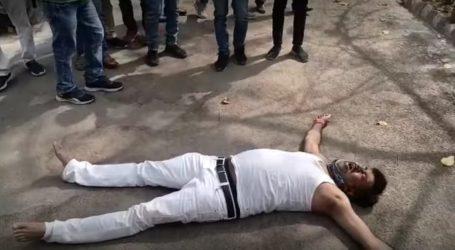 9  प्रतापगढ़ में BJP विधायक का DM आवास पर धरना,बोले- SP मार डालेगा मुझको