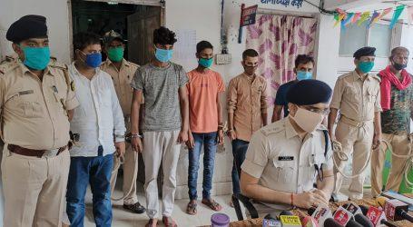 सीतामढ़ी पुलिस को मिली बड़ी सफलता मोहरी हत्याकांड में बड़ा खुलासा असलहा समेत पाँच आरोपी गिरफ्तार।
