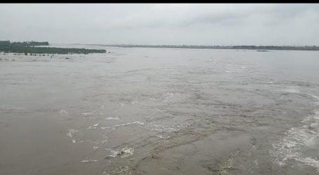 यमुना नदी में पानी के तेज बहाओ से बढ़ी किसानों की परेशानी